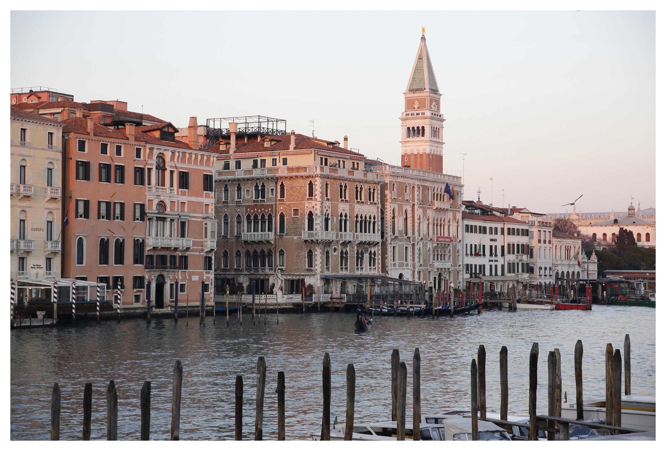 Bauer Palazzo Facade Venise SimonWatson.JPG
