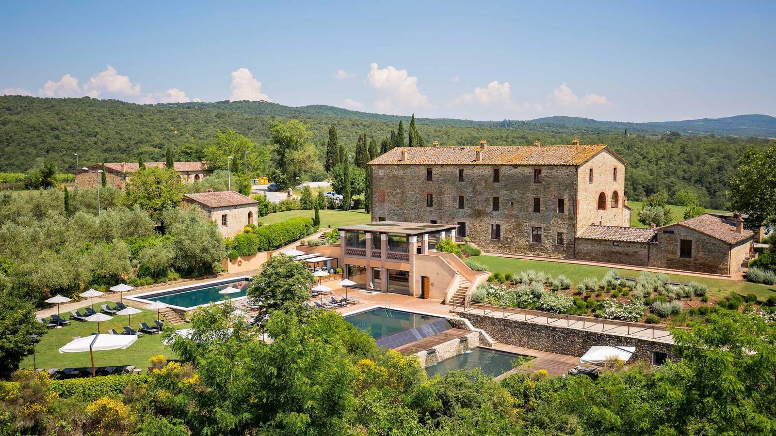 Castel Monastero Piscine Vue Toscane Italie Antinori