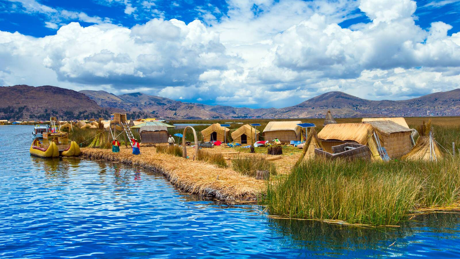 Titicaca Lac Habitation Traditionnelle Perou Pakhnyushchyy