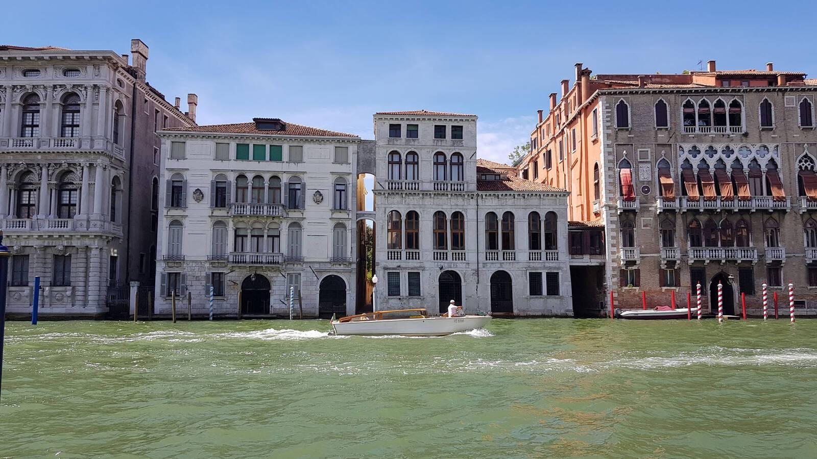 Palazzina Grassi Venise Grand Canal