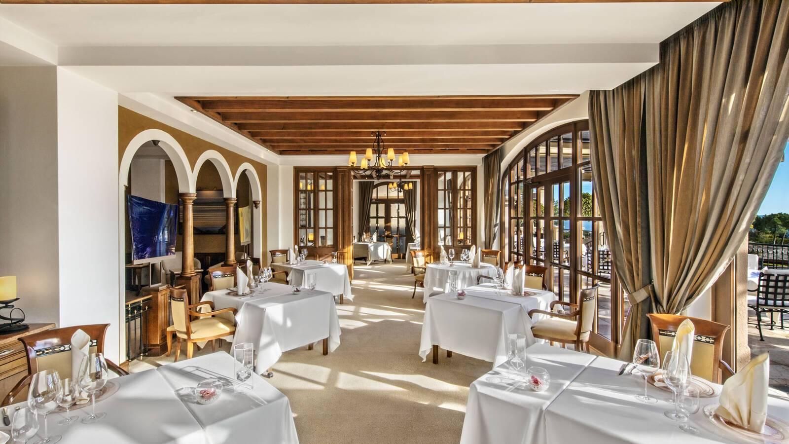 St Regis Mardavall Resort Majorque Restaurant Es Fum