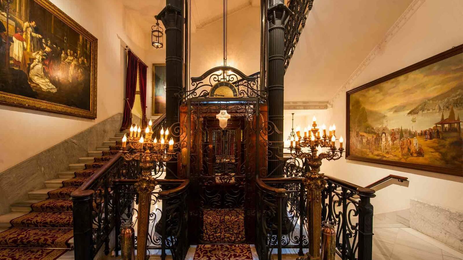 Turquie Pera Palace Elevator