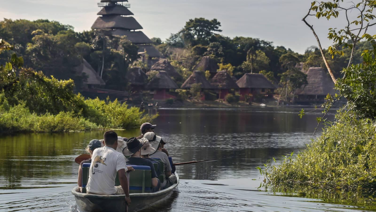Napo Wildlife Center Pirogue Equateur
