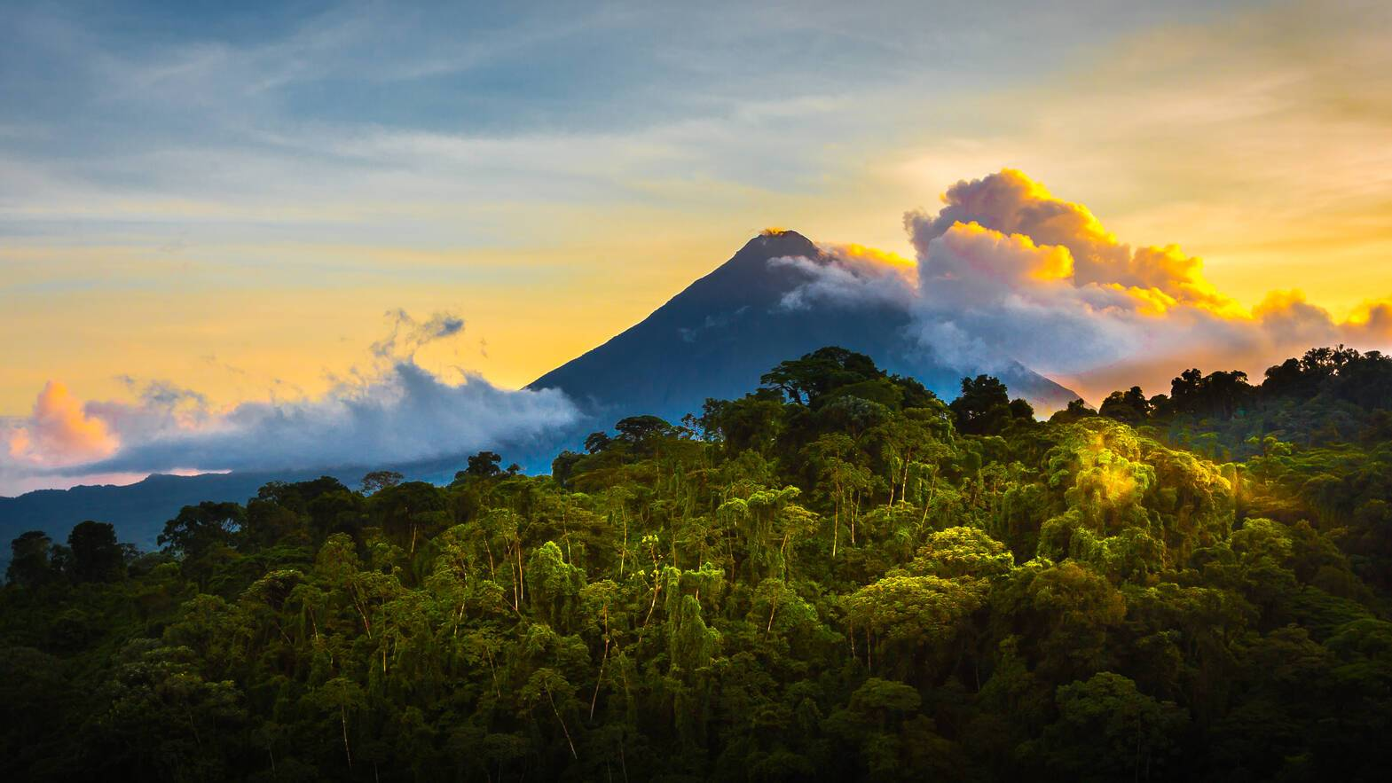 Volcan Arenal Costa Rica Deloyd Huenink