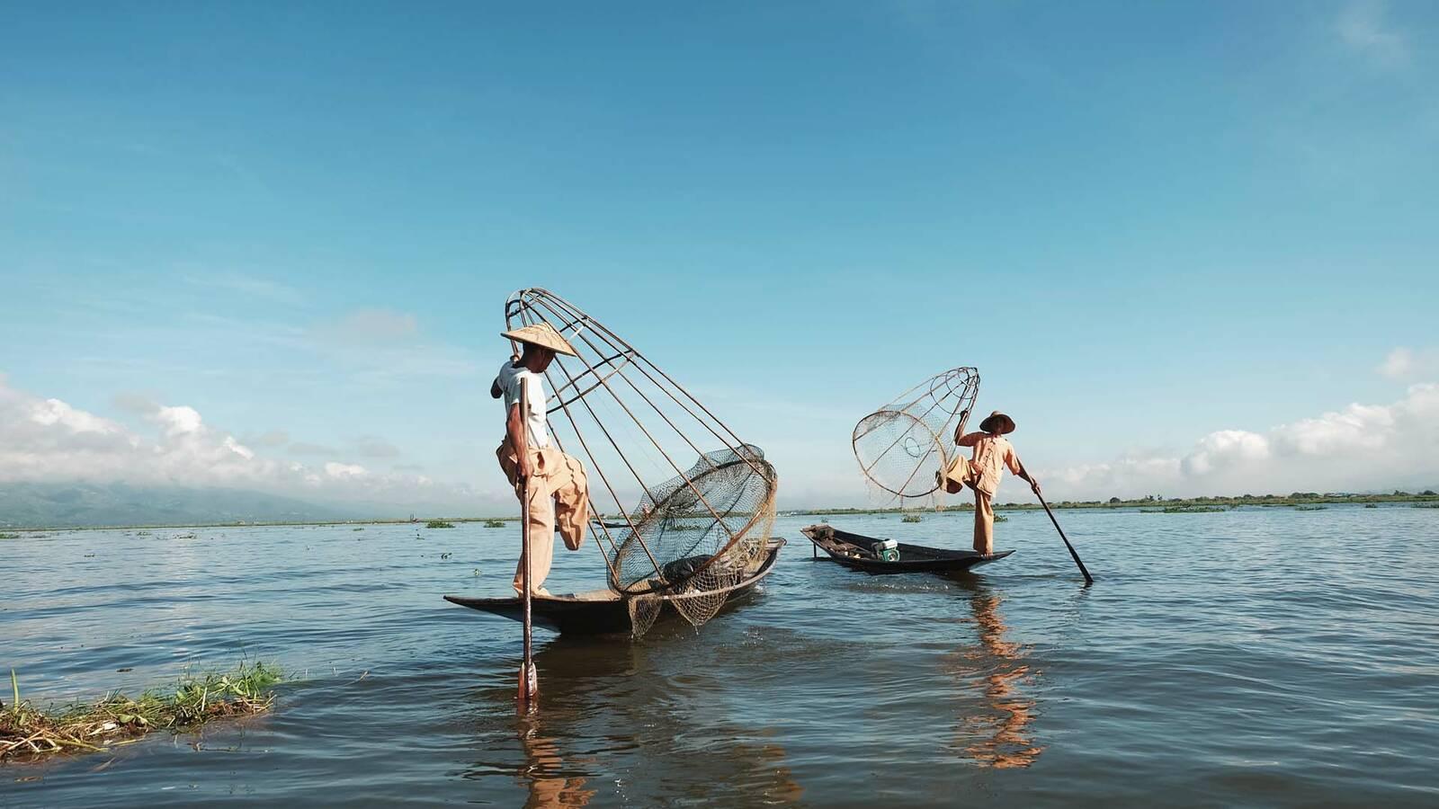 Myanmar lac inle deux pecheurs