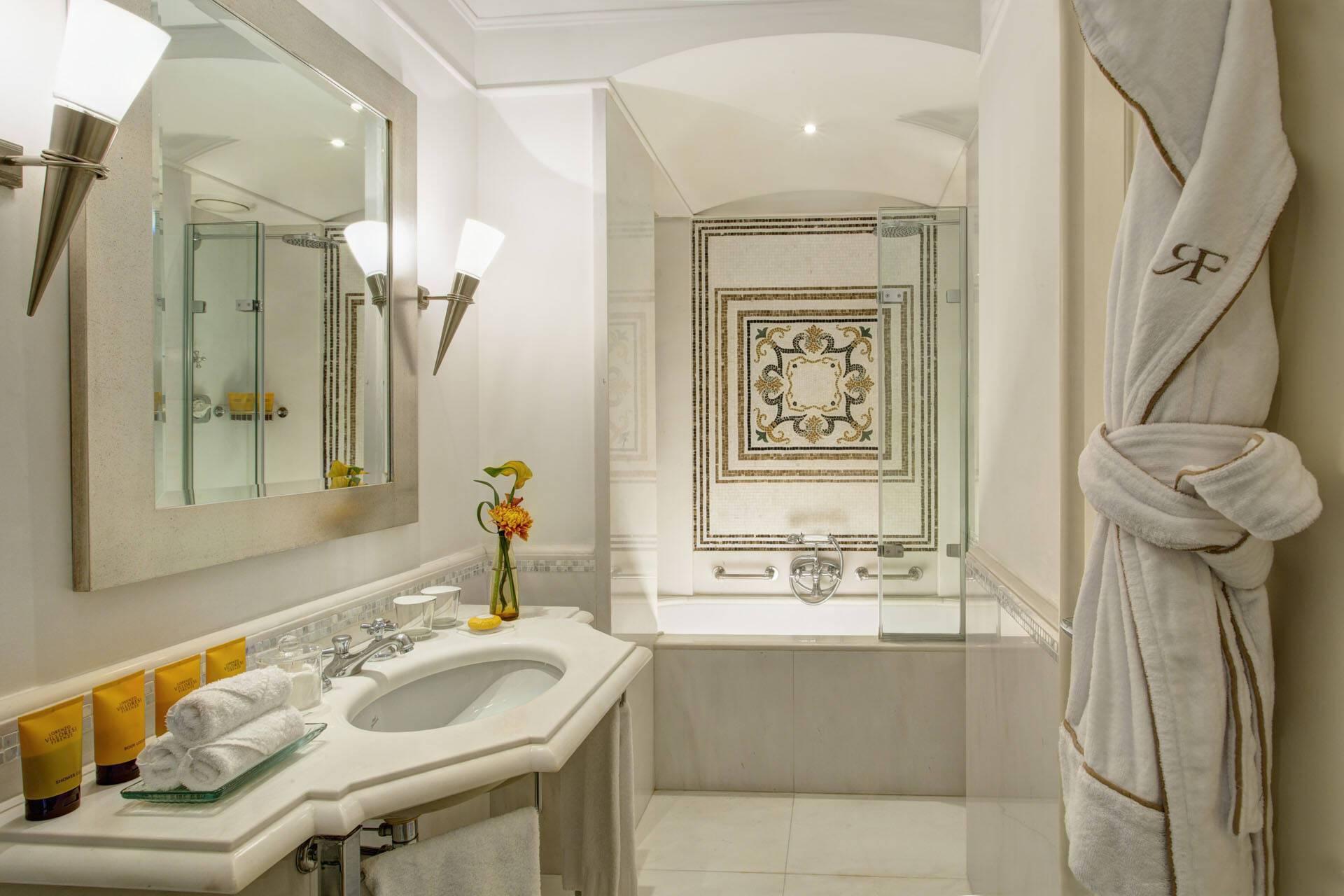 Hotel Savoy Florence Executive Suite Bathroom