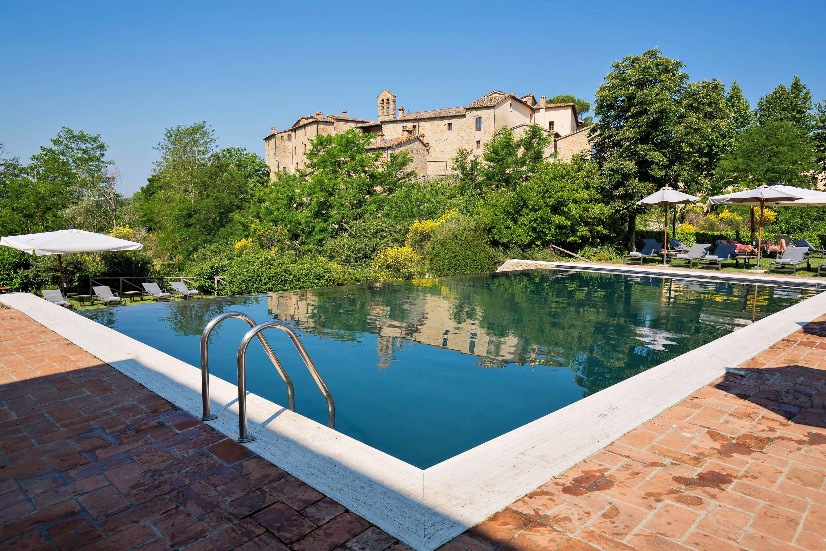 Castel Monastero Piscine Exterieure Toscane Italie Antinori