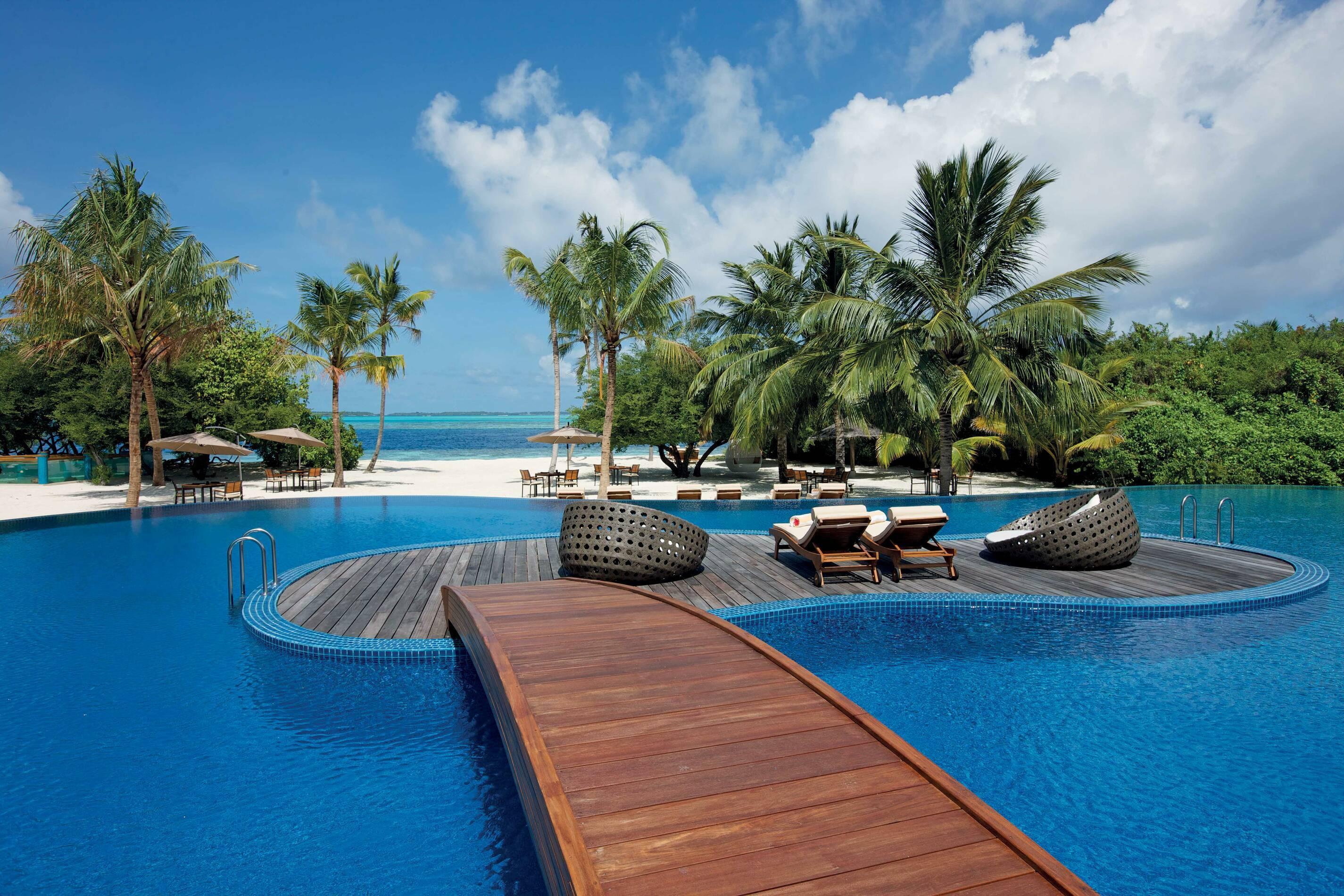 Hideaway Beach Bar Grill Meeru Piscine Maldives