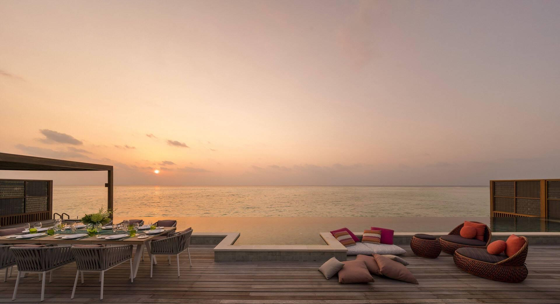 Four Seasons Kuda Huraa Maldives Hebergement Coucher Soleil