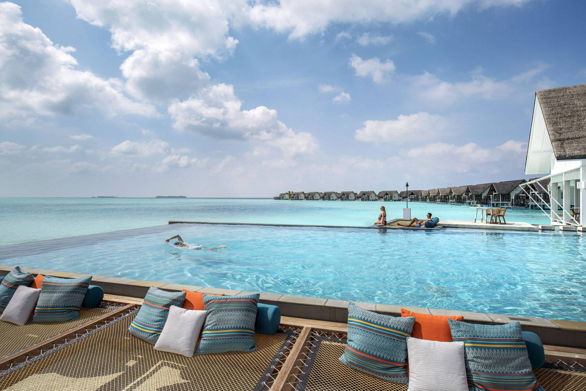 Four Seasons Landaa Giraavaru Maldives Piscine