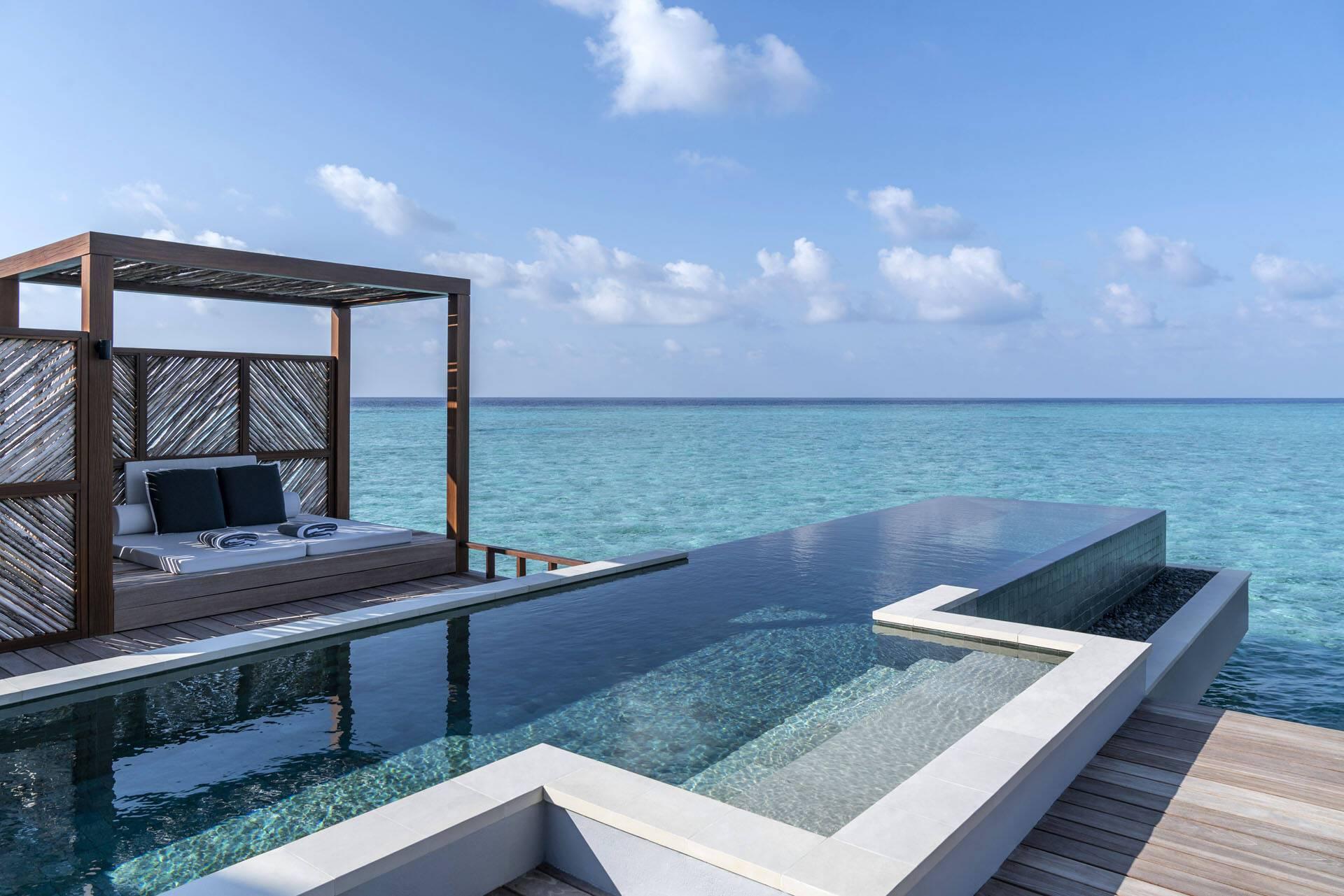 Four Seasons Landaa Giraavaru Maldives Water Villa Piscine