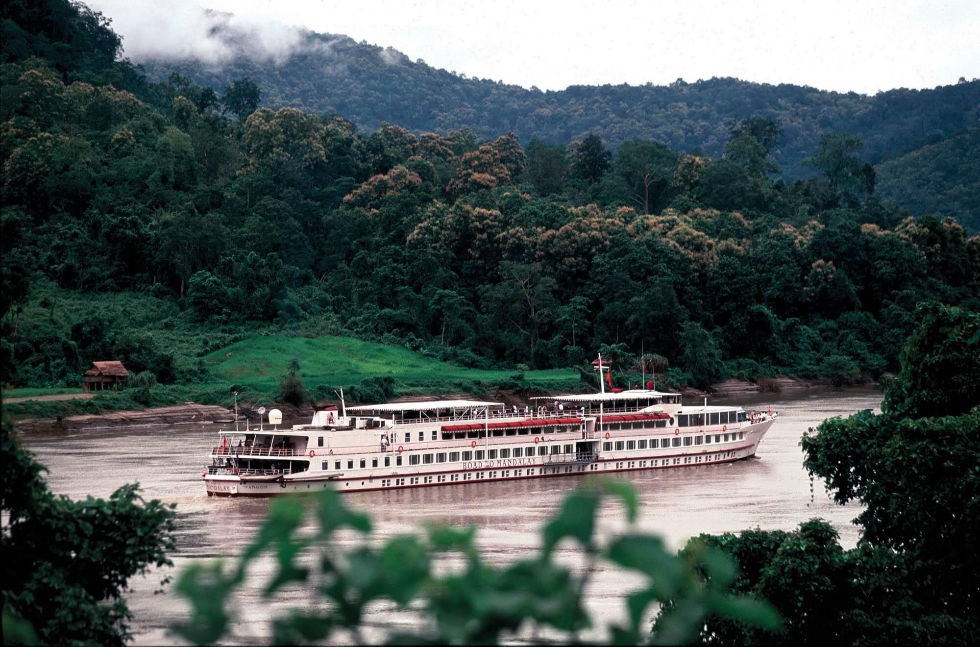 Belmond Road to Mandalay Myanmar Vue Bateau