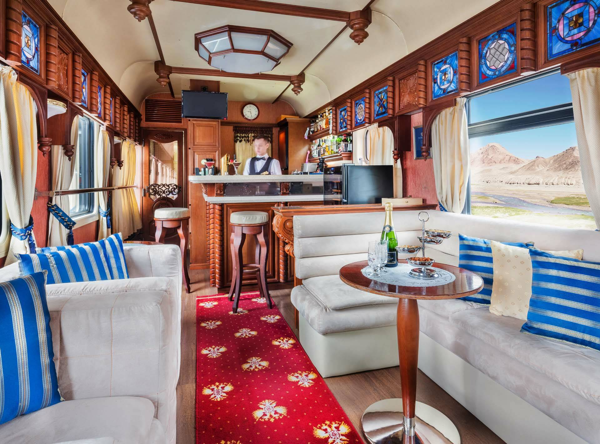 Transsiberien Golden Eagle Train BarLoungeCar