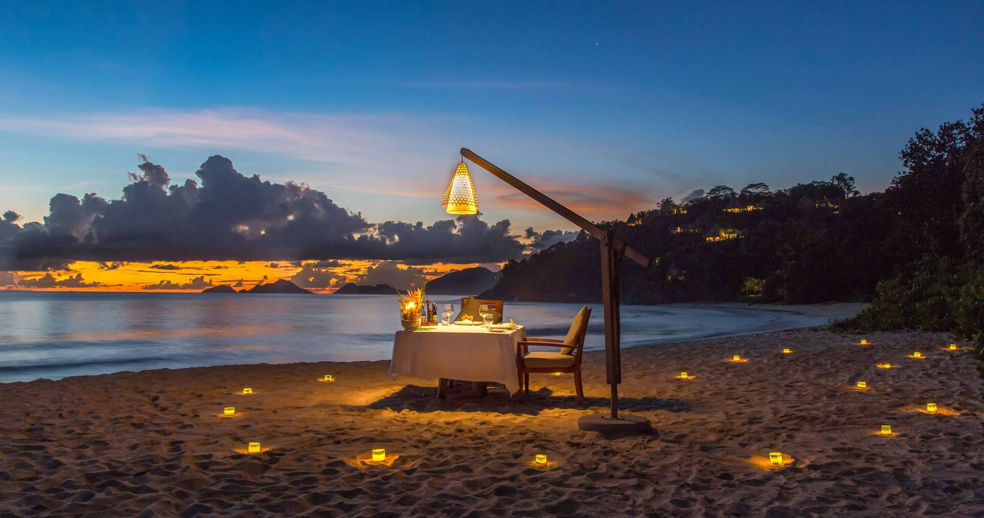 Anantara Maia Seychelles Villa diner plage