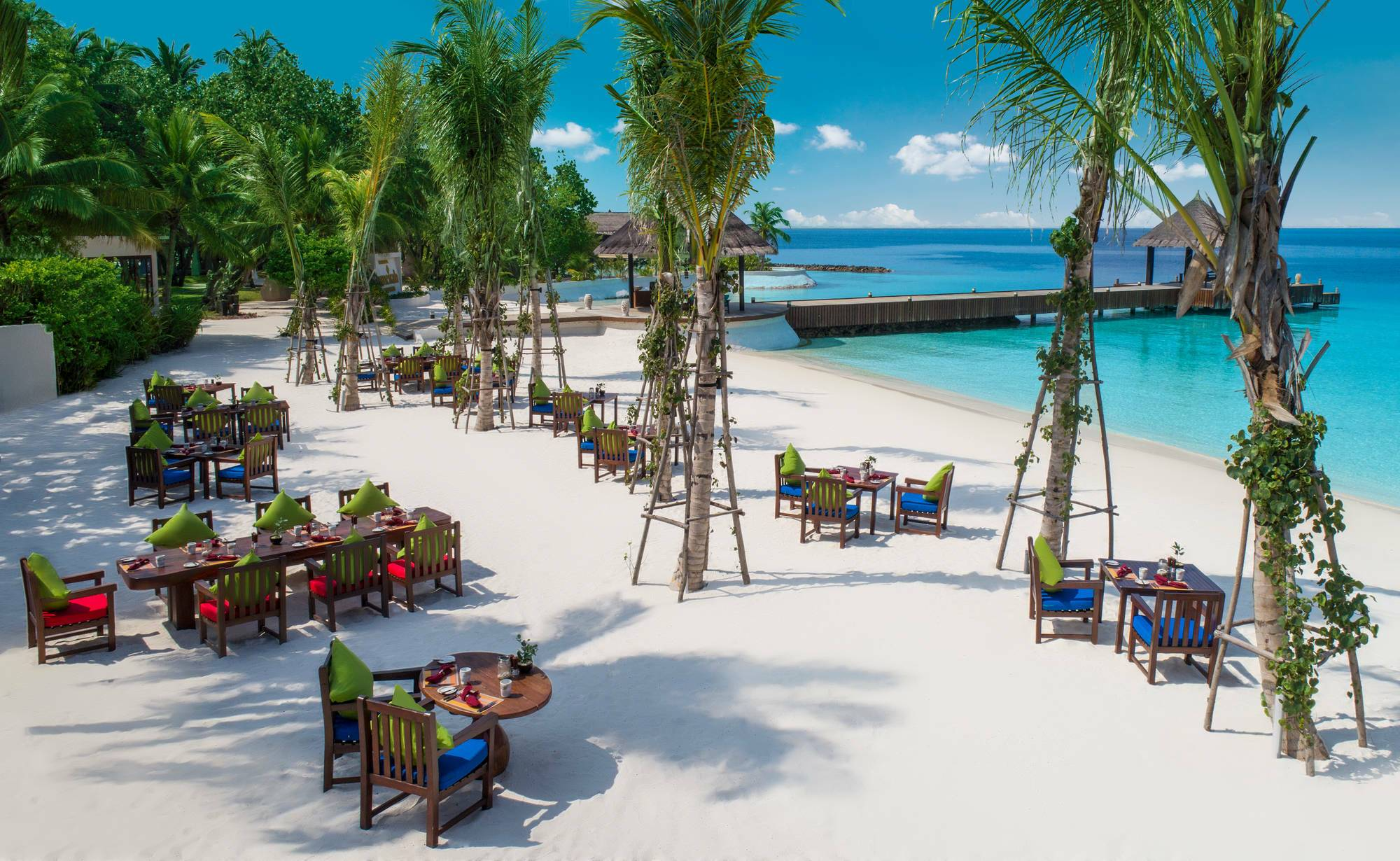 Jumeirah Vittaveli Bar Maldives