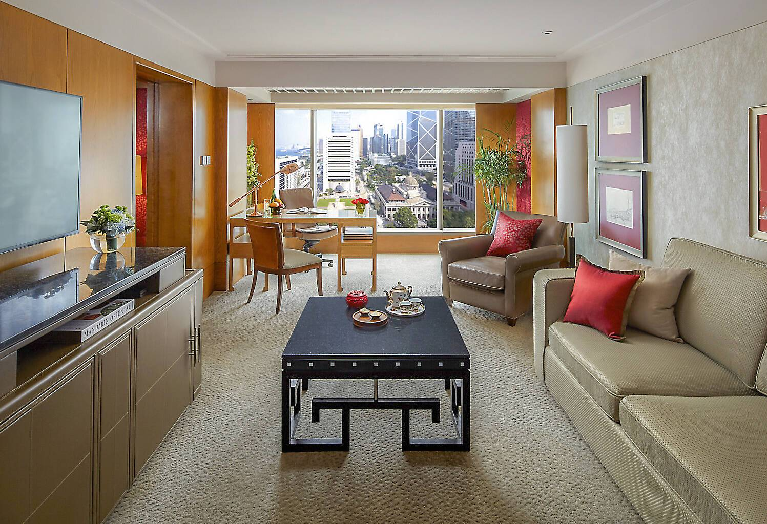 Mandarin Oriental Hong Kong harbour suite salon