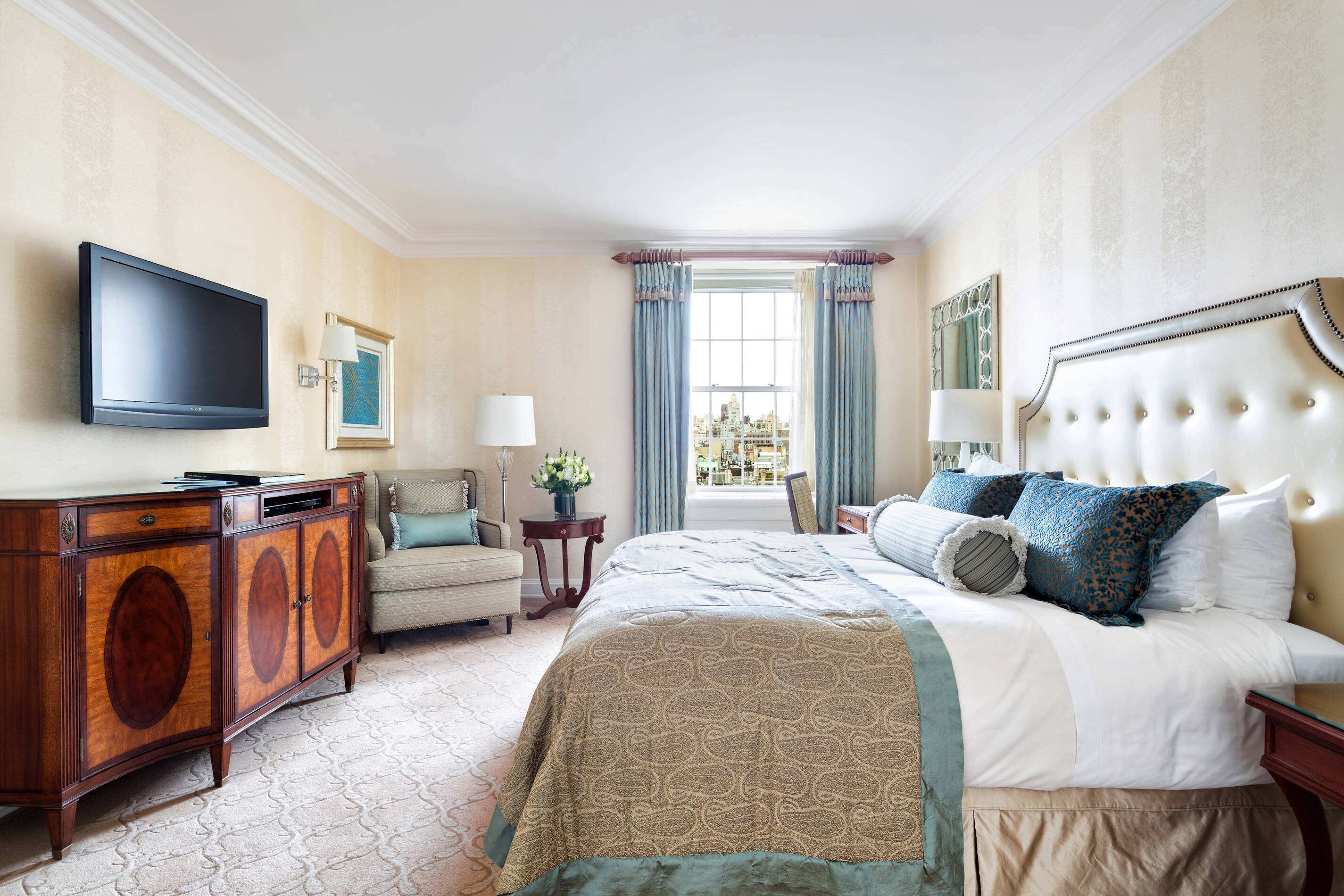 The Pierre New York deluxe room