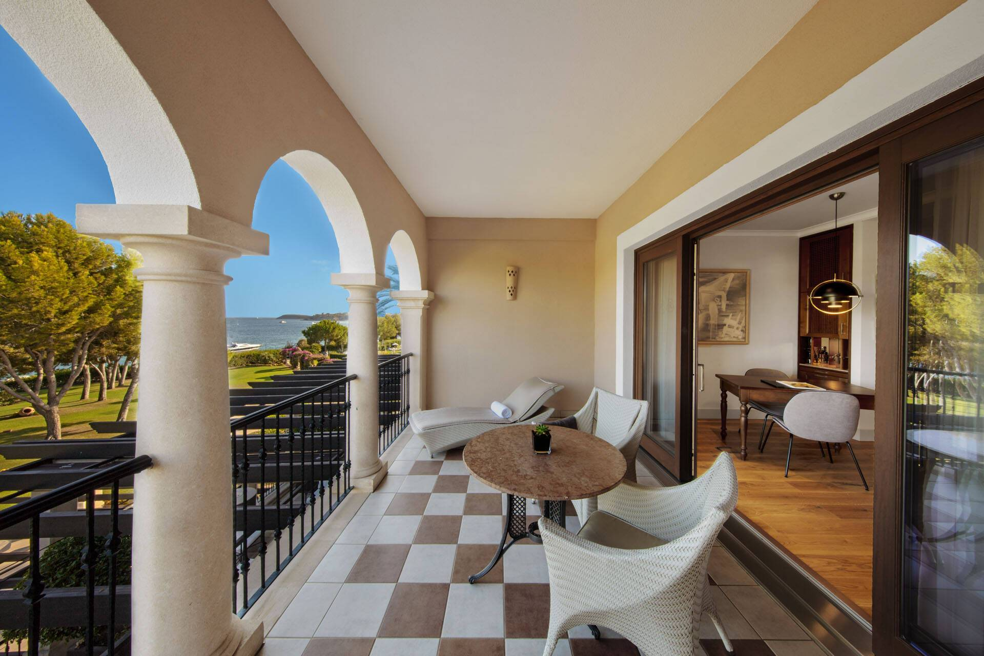 St Regis Mardavall Resort Majorque Junior Suite
