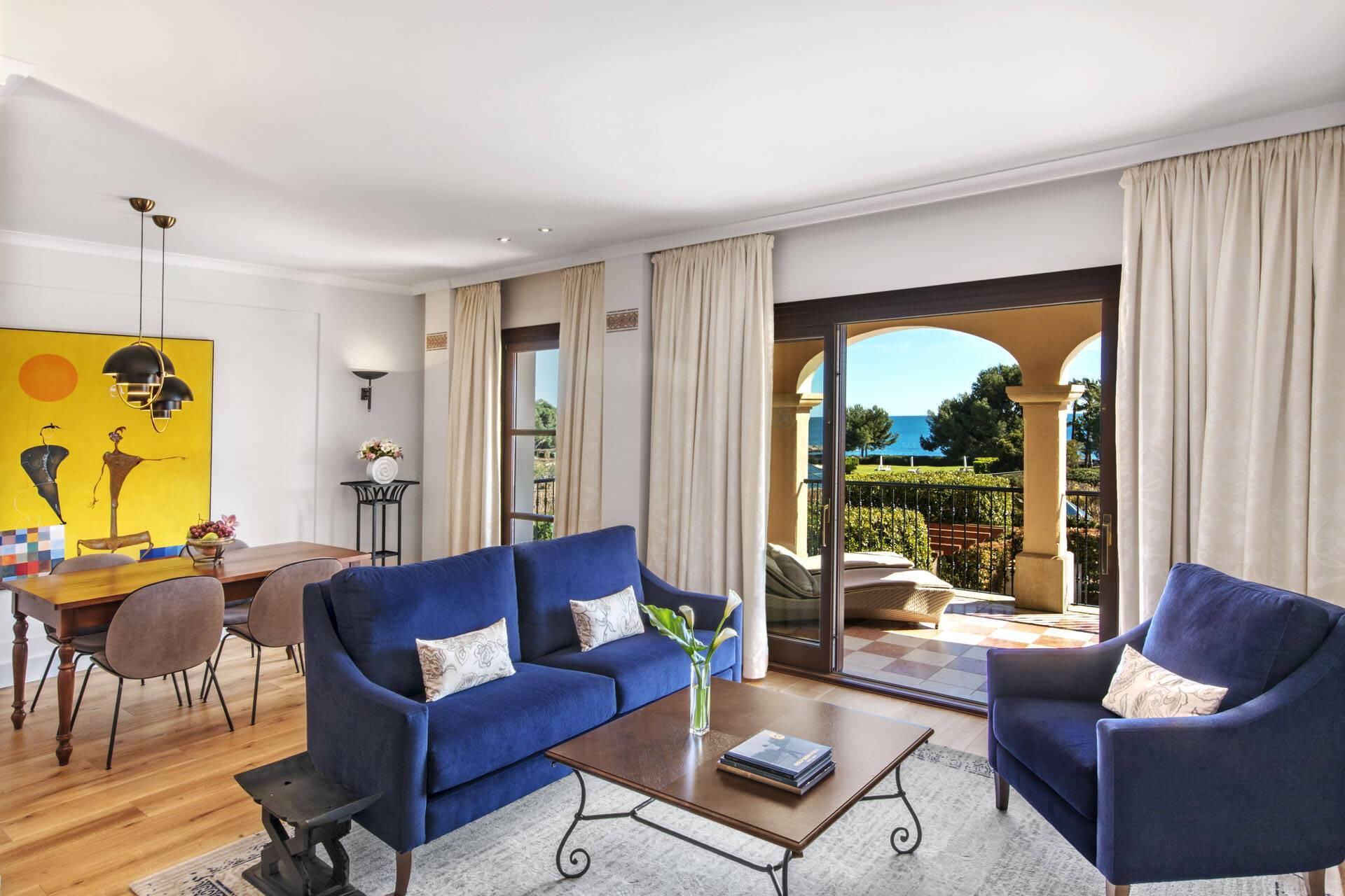 St Regis Mardavall Resort Majorque Ocean One Suite Livingroom