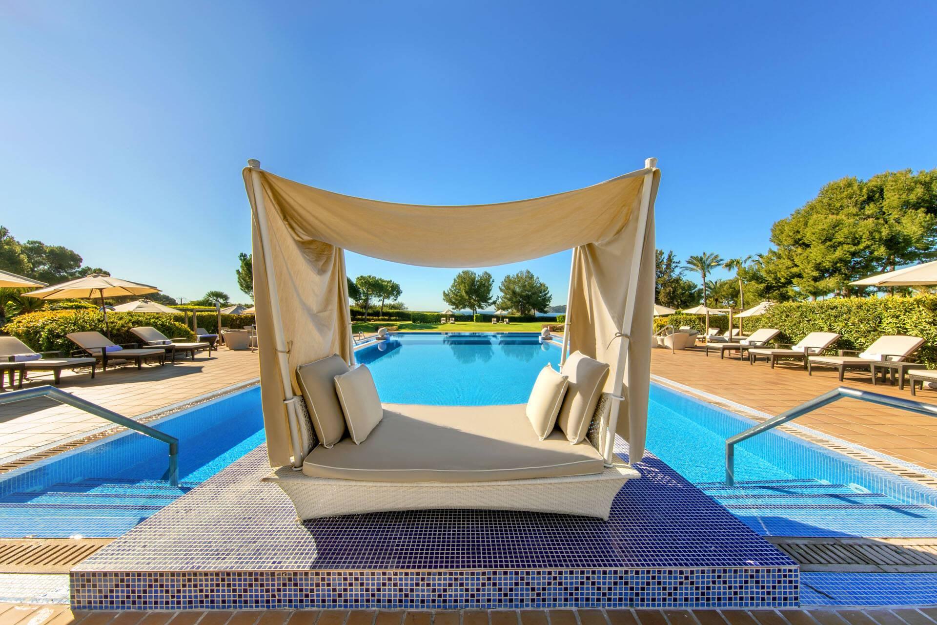 St Regis Mardavall Resort Majorque Piscine Infinie