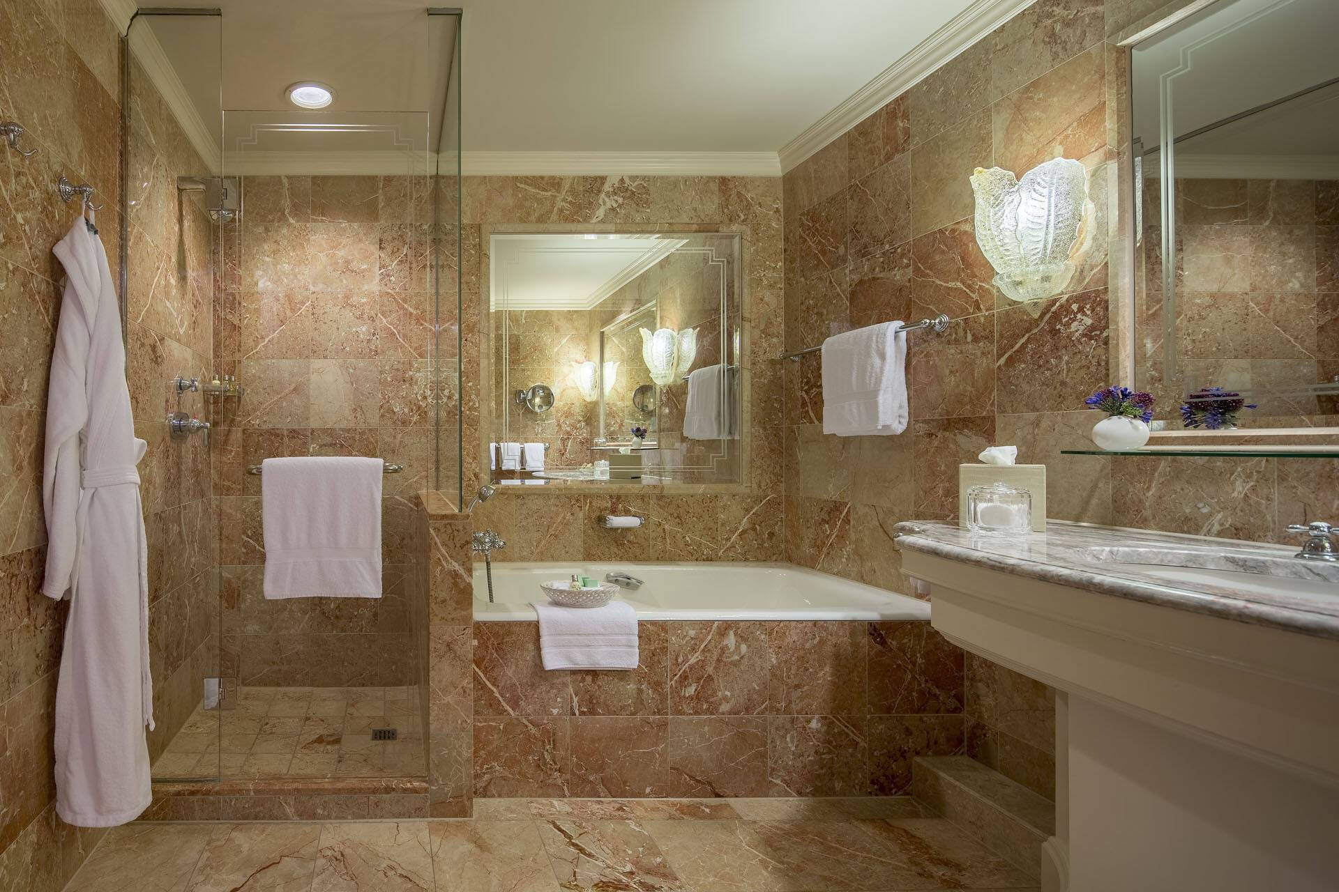 Regent Berlin Classic Room Bathroom