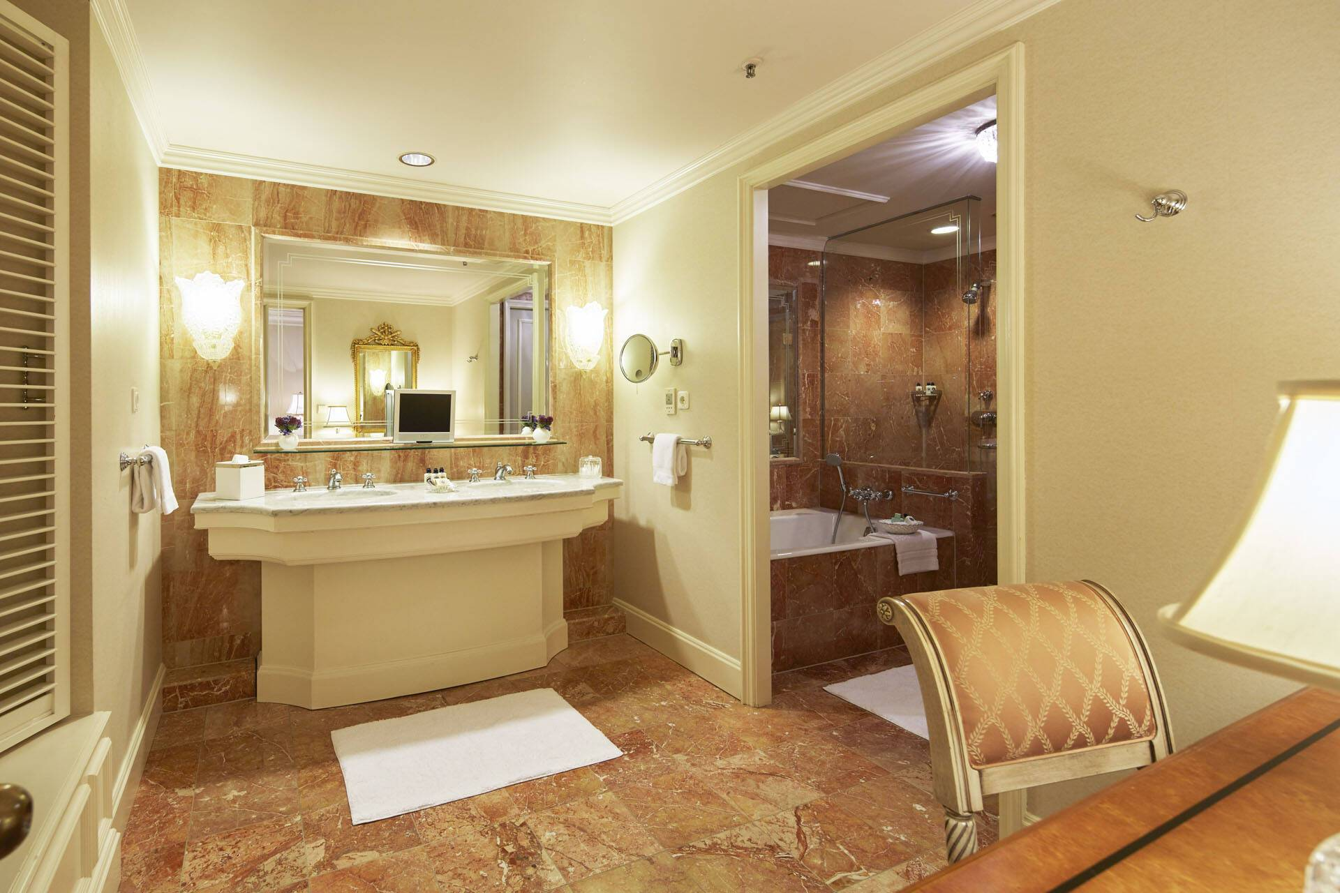Regent Berlin Deluxe Suite Bathroom