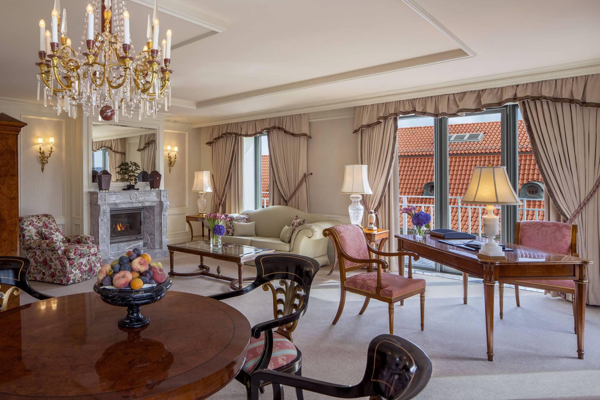 Regent Berlin Gendarmen Suite living Room fireplace