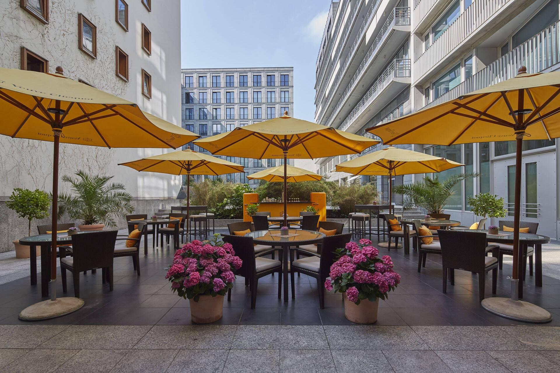 Regent Berlin Summer Lounge