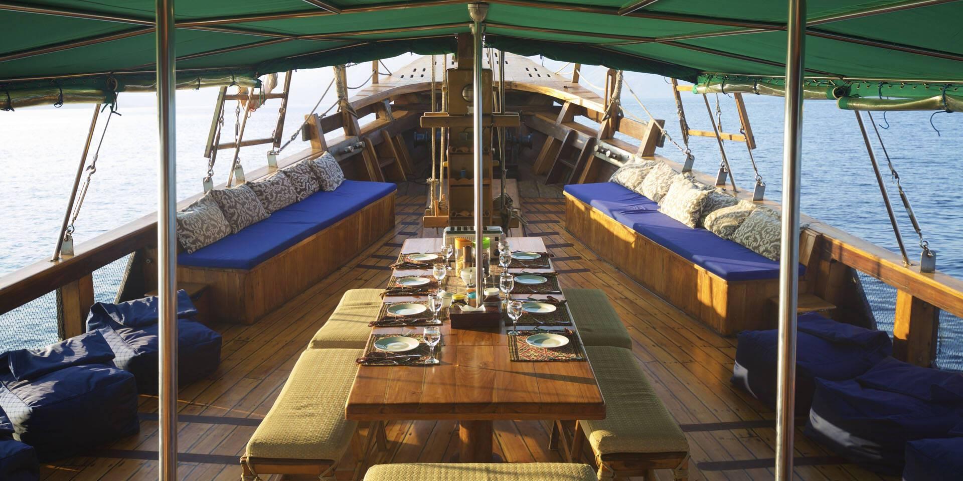 Tiger Blue Komodo Indonesie Deck