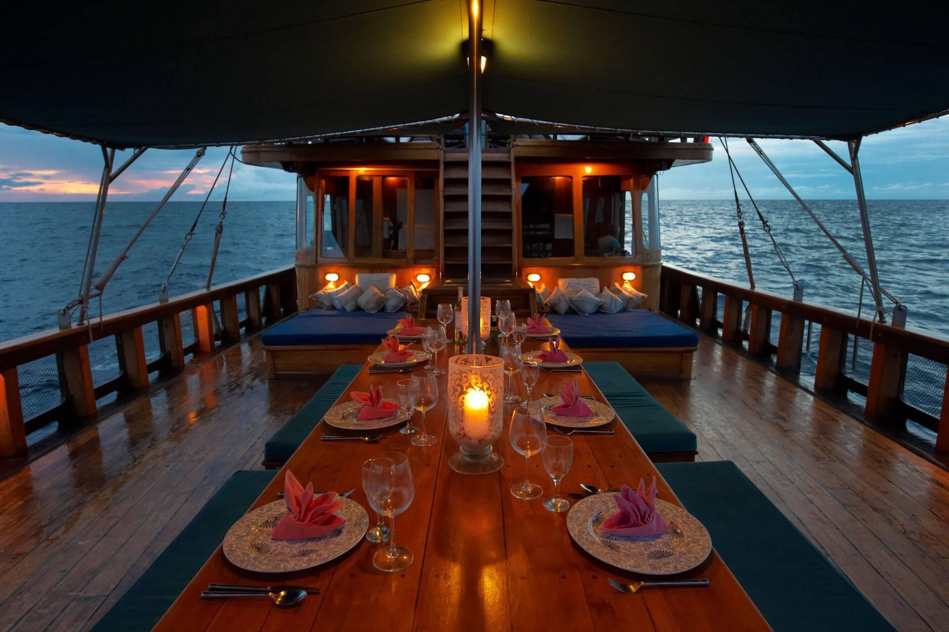 Tiger Blue Komodo Indonesie Diner