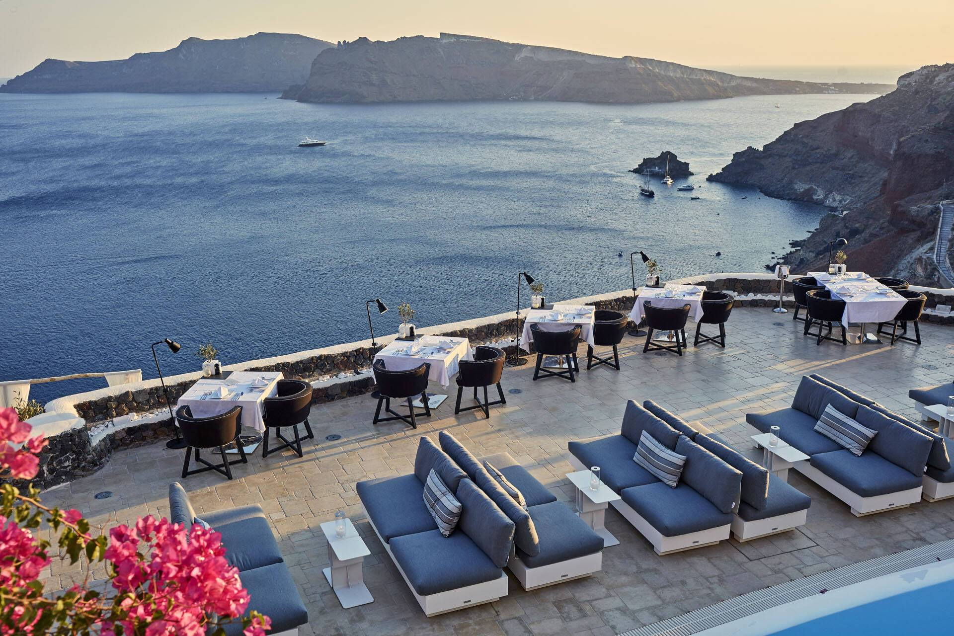 Canaves Oia Suites Santorin Petra Restaurant