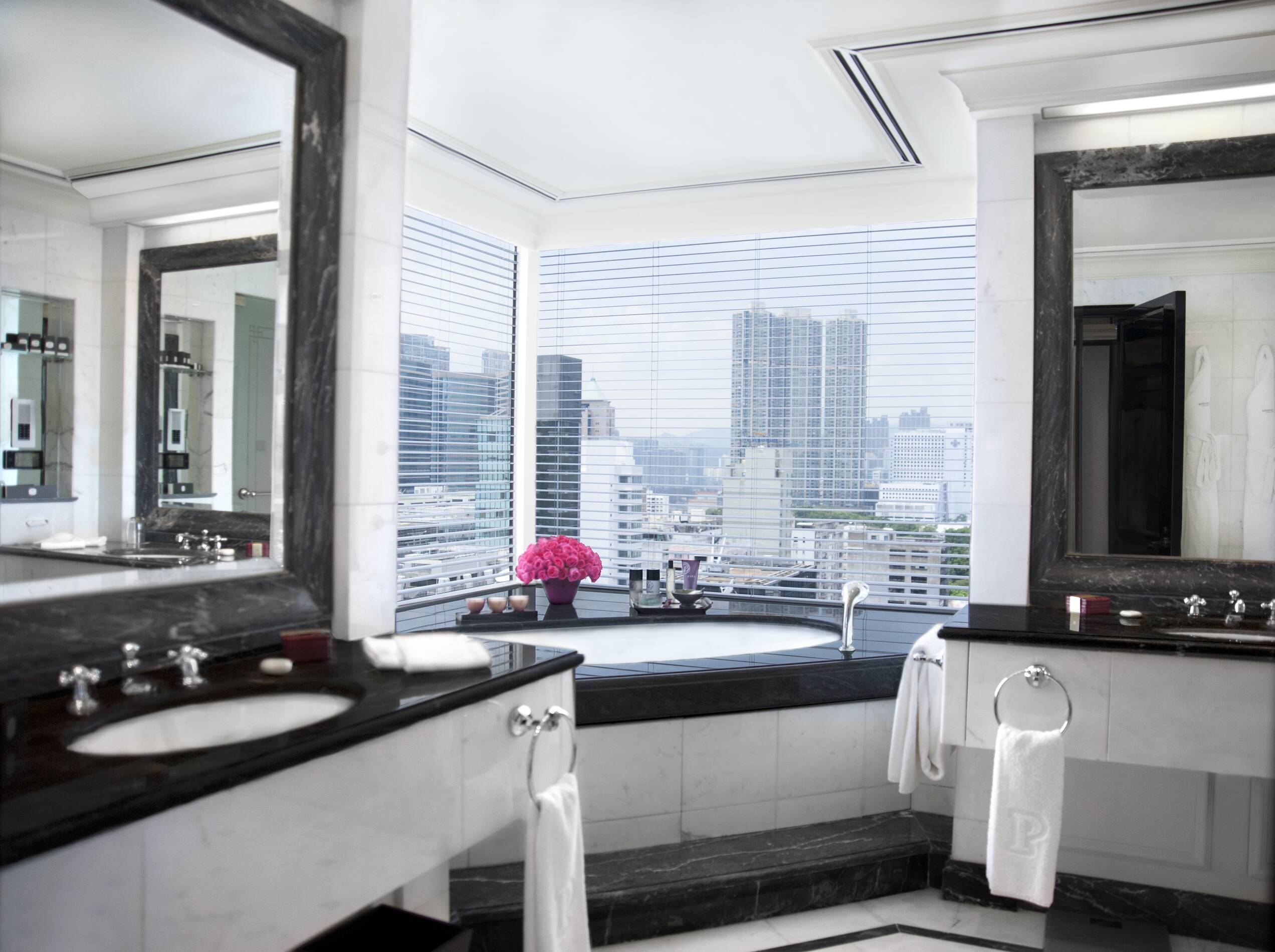 Peninsula Hong Kong Deluxe Harbour View Suite