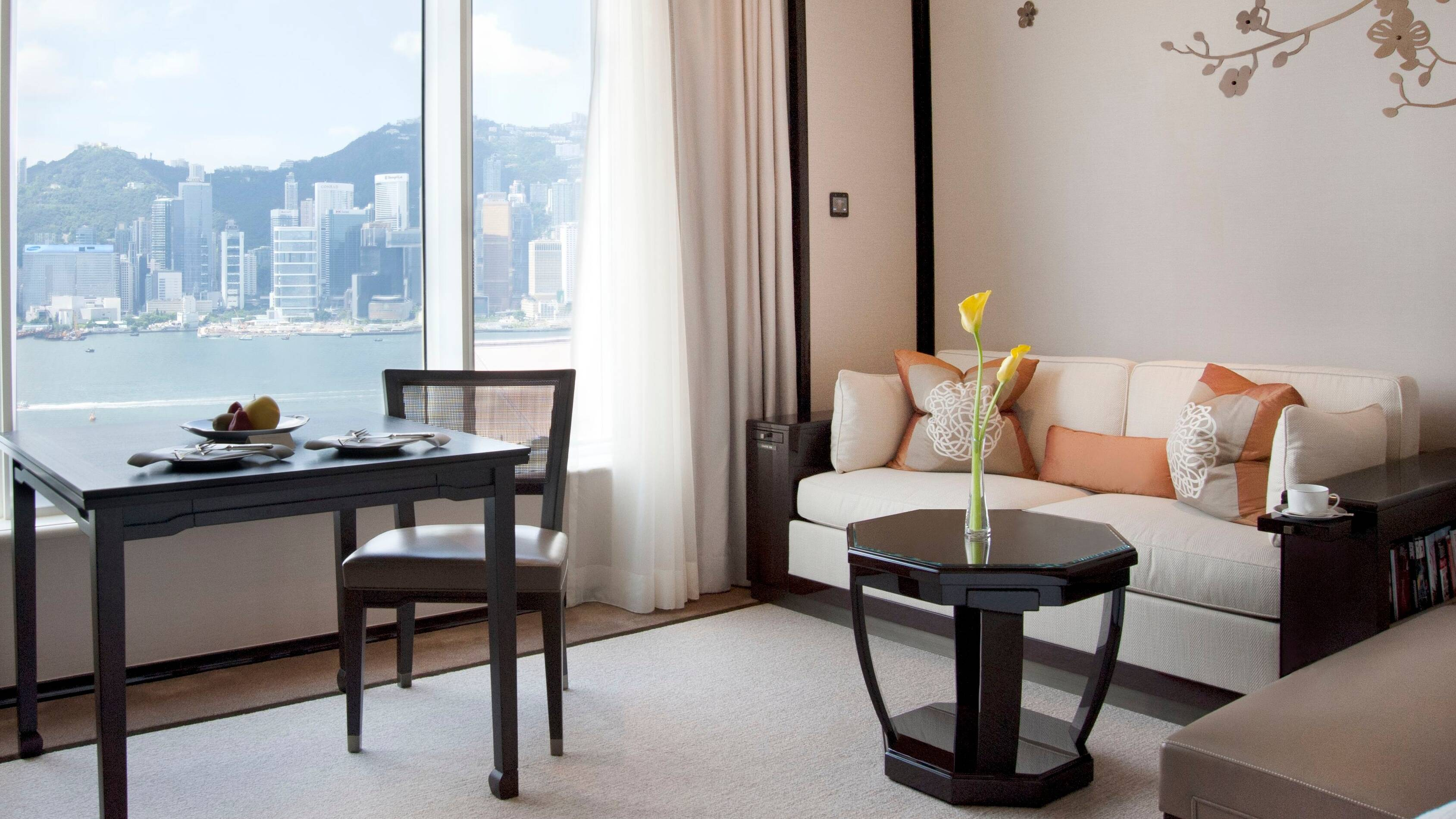 Peninsula Hong Kong GrandDeluxe Harbour View