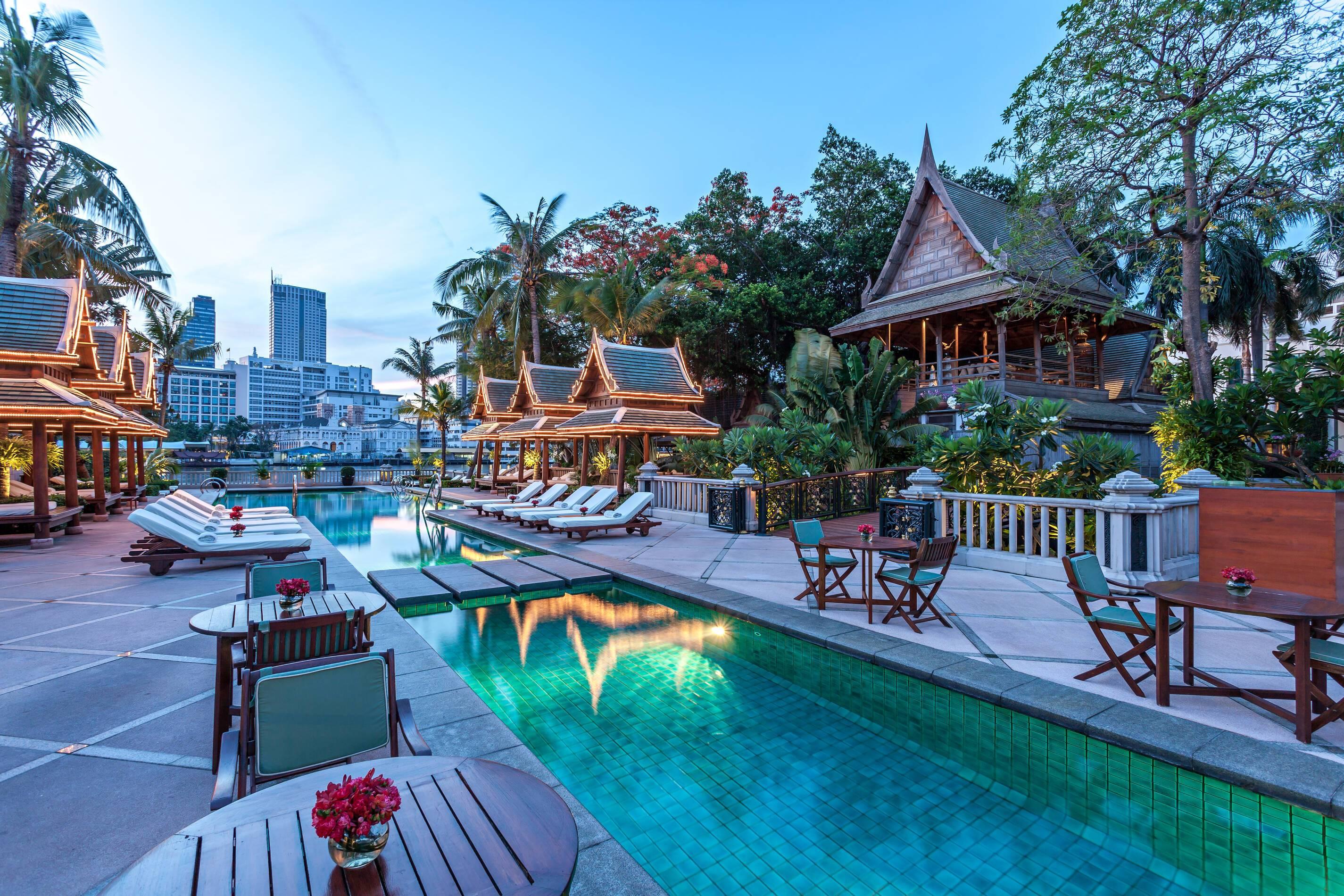 Peninsula Bangkok Piscine Nuit