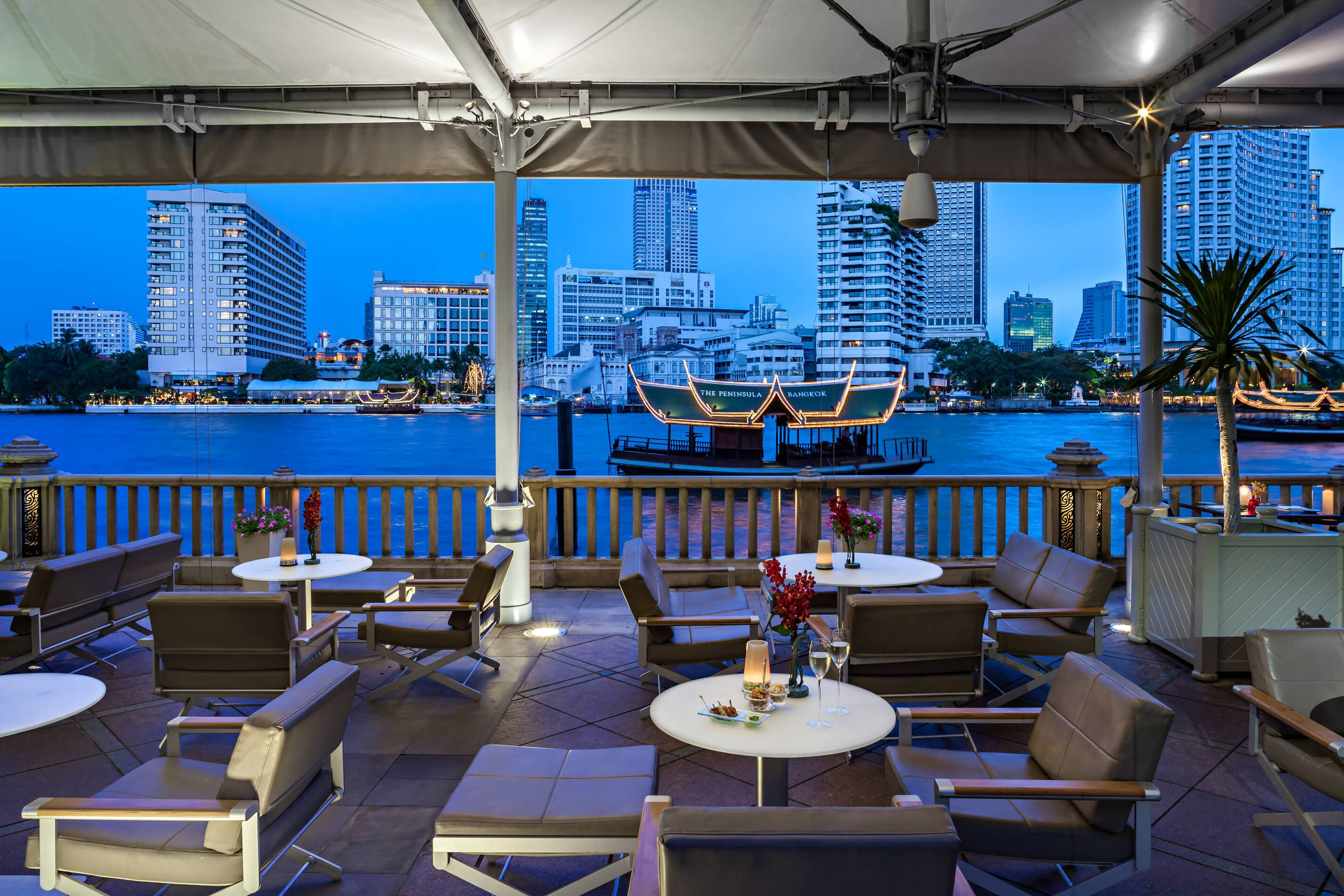 Peninsula Bangkok River Bar