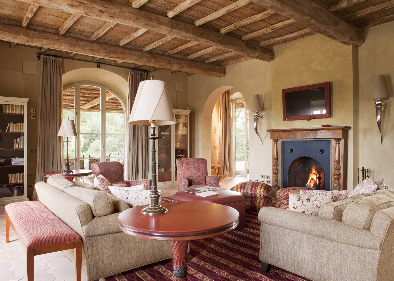Rosewood Castiglion Bosco Toscane Villa Stabbi Salon