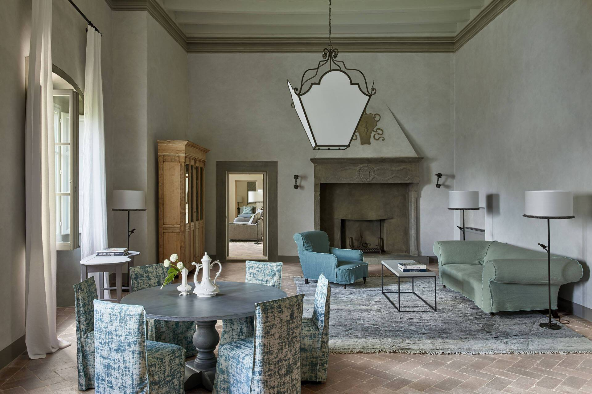 Como Castello del Nero Toscane Sala Gran Camino Fireplace