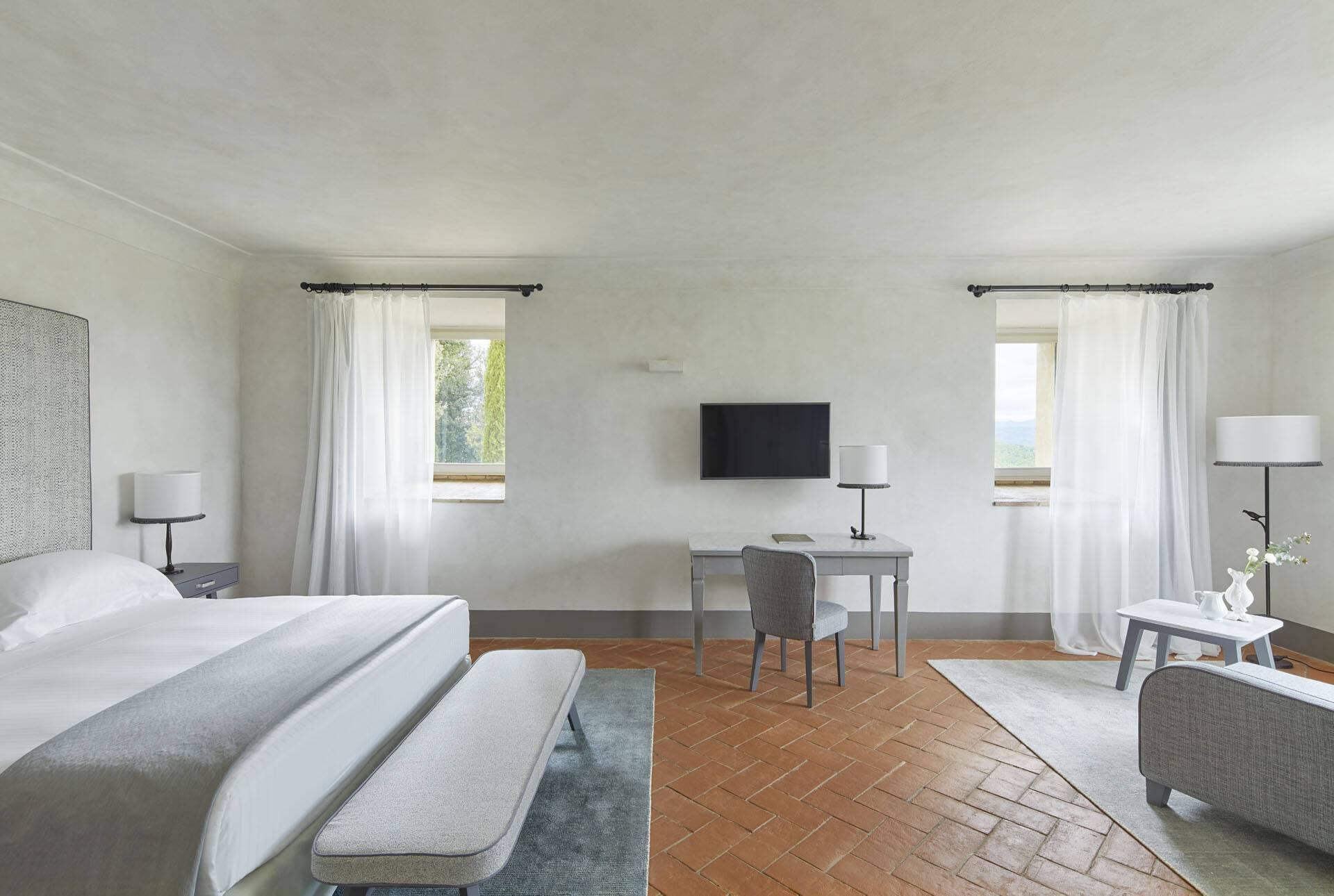 Como Castello del Nero Toscane Suite Master Bedroom