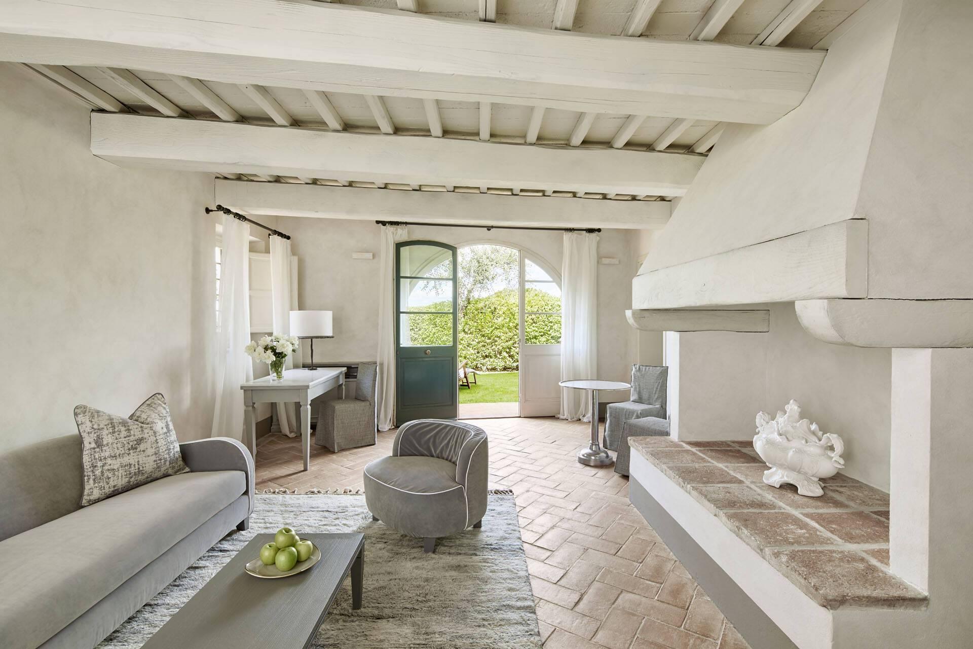 Como Castello del Nero Toscane Tavernelle Suite Living Room
