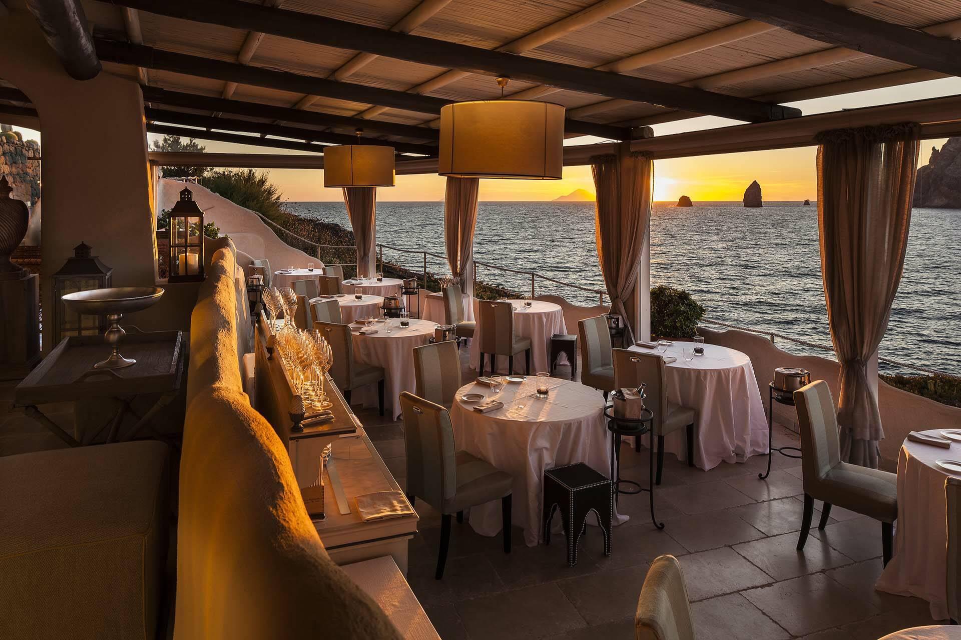 Therasia Ile Vulcano Restaurant IL Cappero