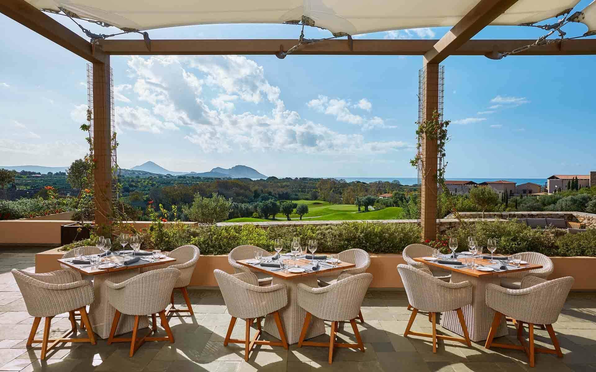 The Romanos Costa Navarino Restaurant Flame Grece