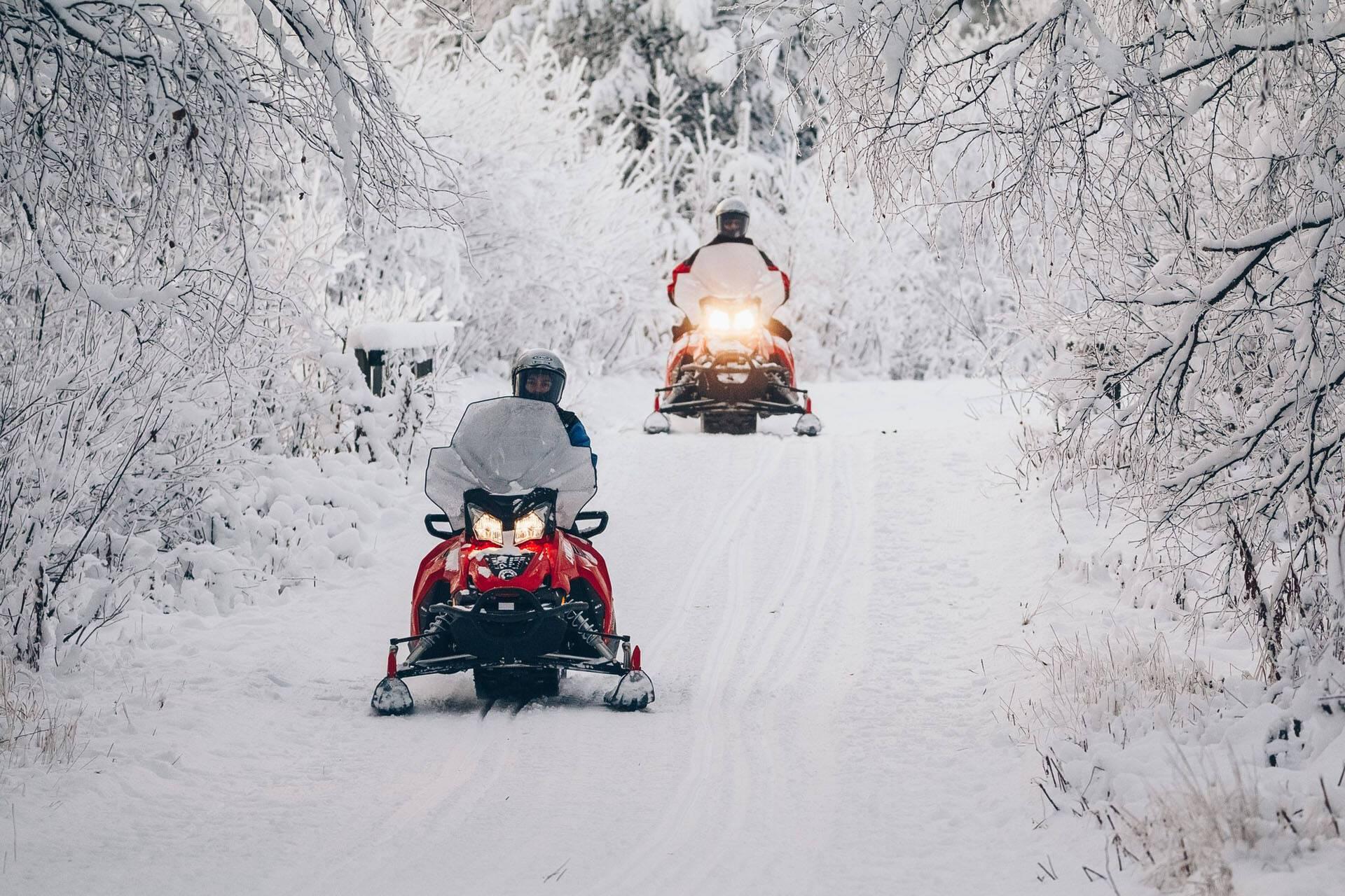 Apukka Resort Rovaniemi Finlande Motoneige