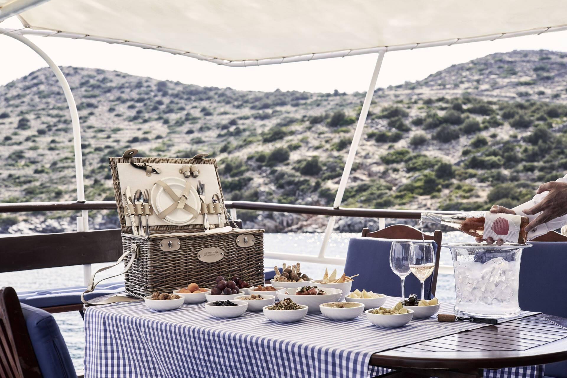 Blue Palace Crete Pique Nique Caique