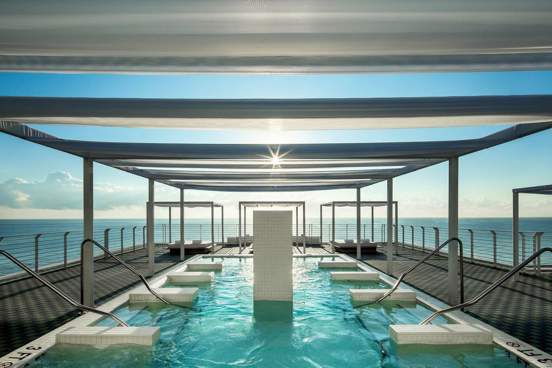 Miami COMO Metropolitan rooftop pool