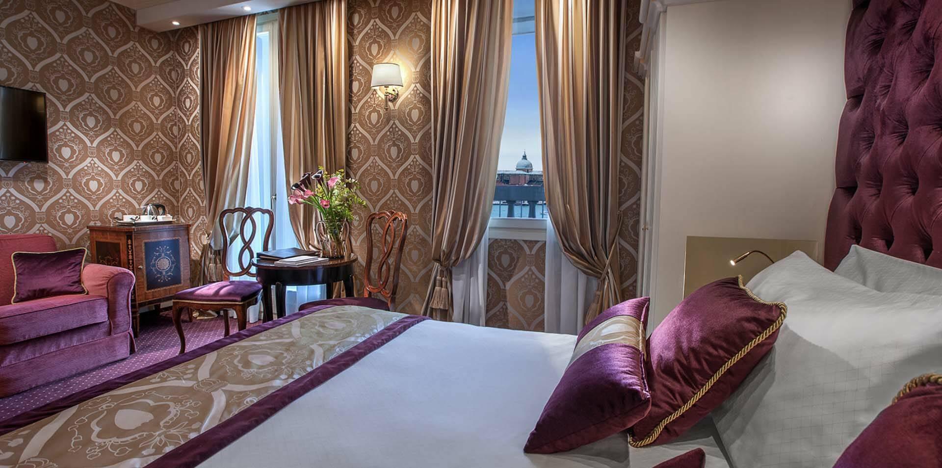 Venise Londra Palace chambre vue bassin st marc