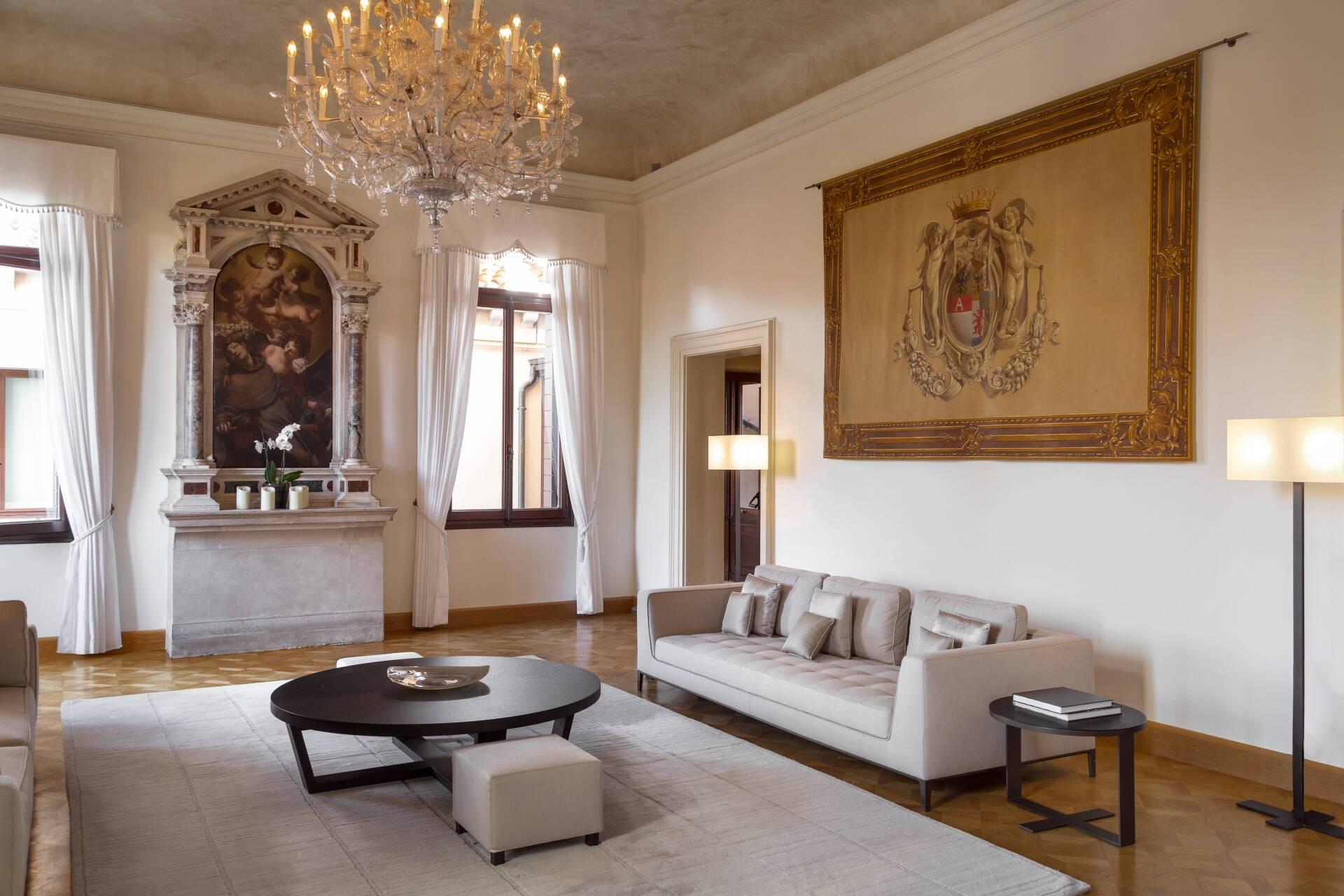 Aman Venise Chapel Room