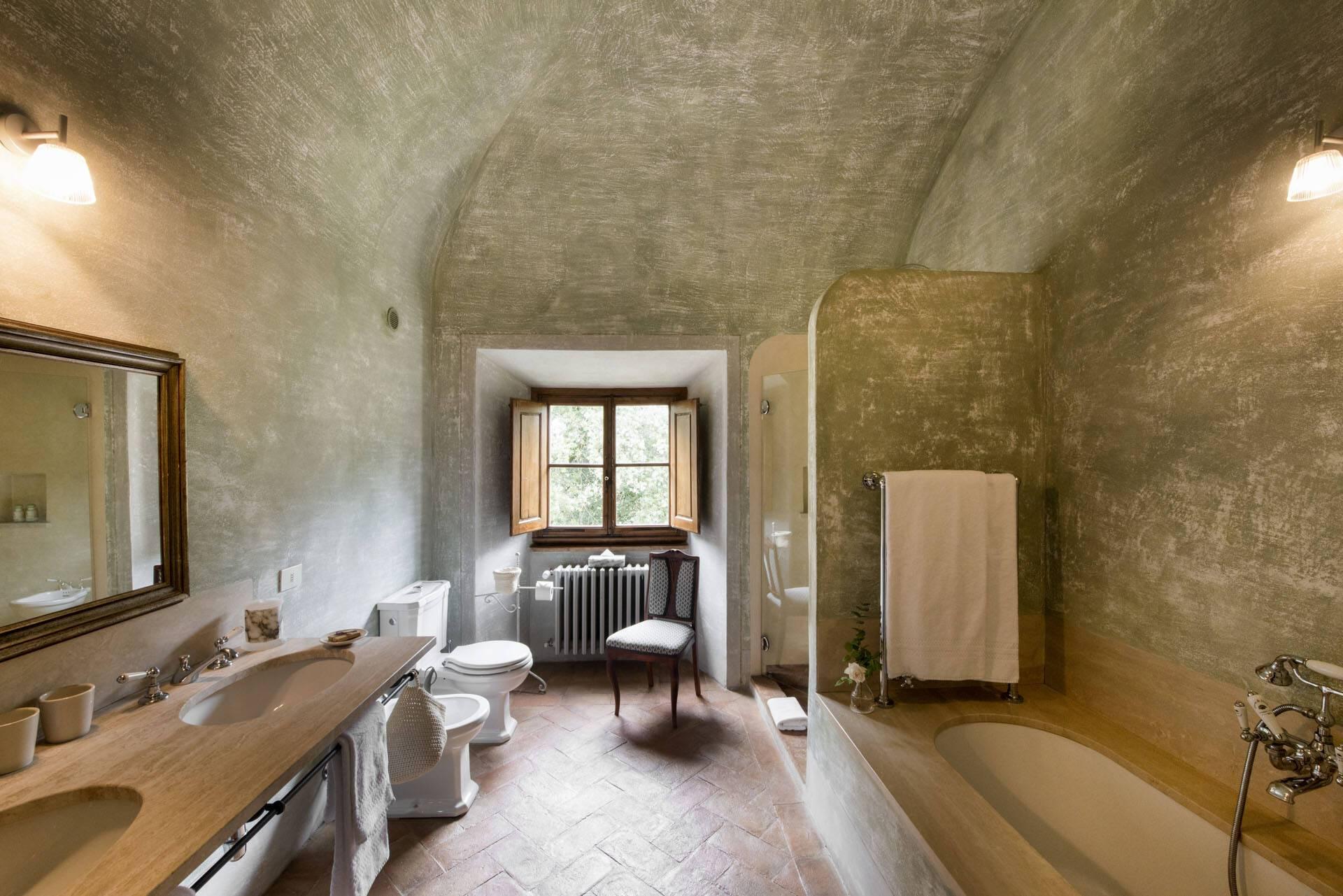 Borgo Pignano Toscane Large Villa Room bathroom