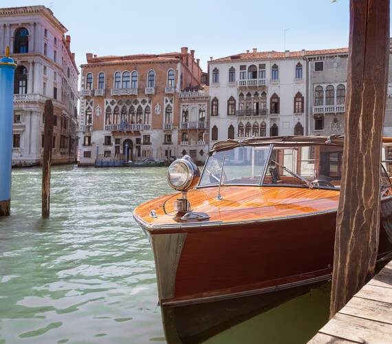 Aman Venise Canal Boat